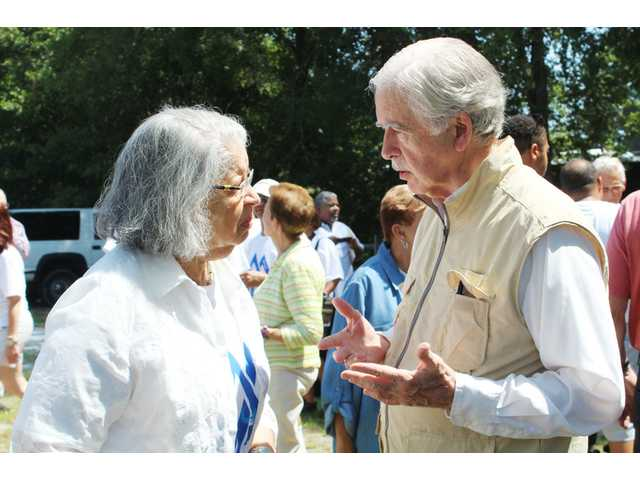 Bonds Conway descendants visit ancestor's house in Camden