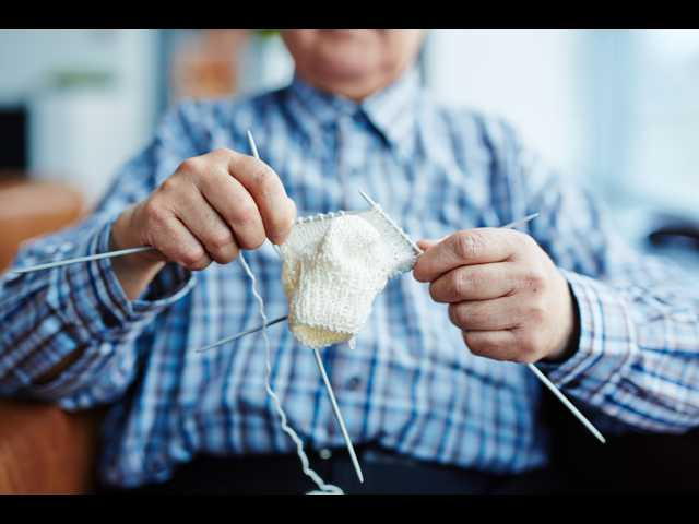 86-year-old grandpa learns to knit, donates caps for preemies