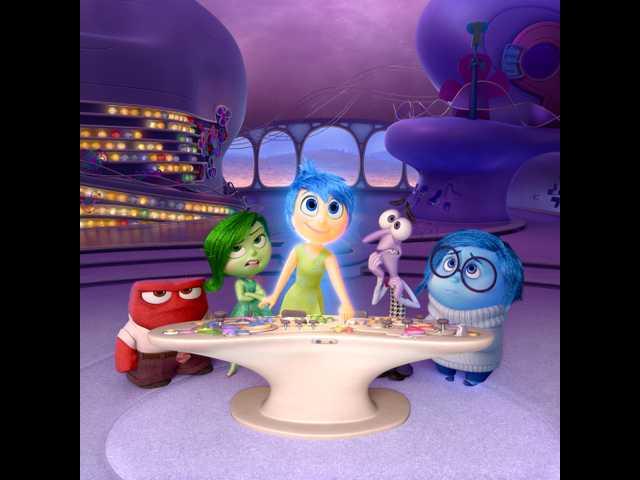 'Jurassic World' breaks Pixar's streak