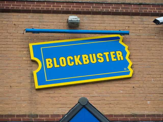 Here's what it's like to visit the last Blockbuster store in the U.S.