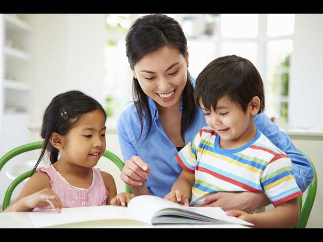 Working vs. stay-at home parents: Who can save more for their family