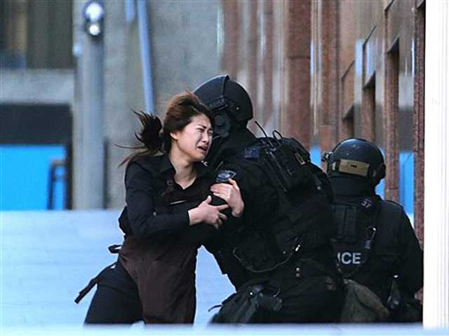 Sydney siege ends; 3 dead, including gunman