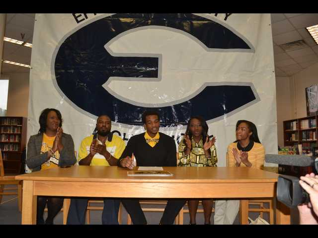 Gant signs with Missouri
