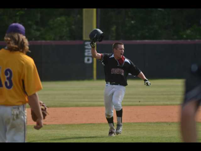 Mustangs take dramatic, thrilling Game 3 from Jones County