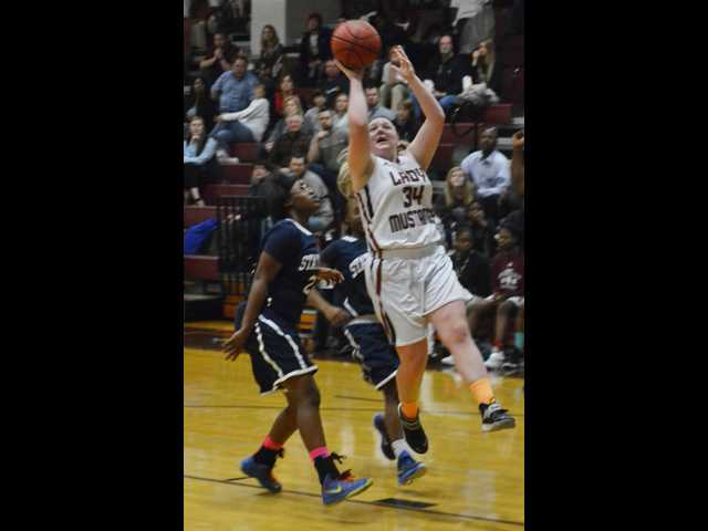 Late run keeps SEHS girls perfect at home