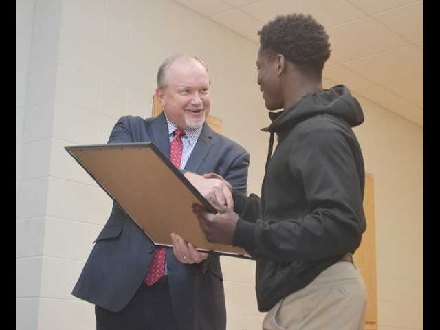 School board honors 3-time champ Royal
