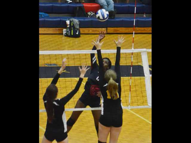 Lady Rebels sweep home matches