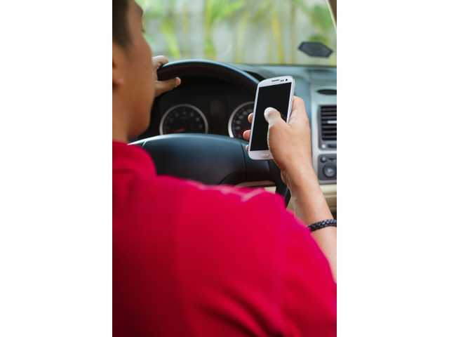 Calls from parents distract teen drivers, study finds