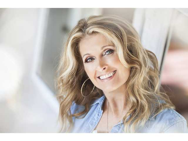 Through the years, Texas Country Music Hall of Fame member Linda Davis has performed for sold-out crowds with the likes of Garth Brooks, George Strait, Reba McEntire and Kenny Rogers just to name a few.