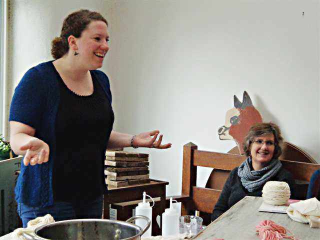 Jean Aycock shares fun dyeing techniques with fiber enthusiasts at a recent Heartland Farm Fiber Space held in January.
