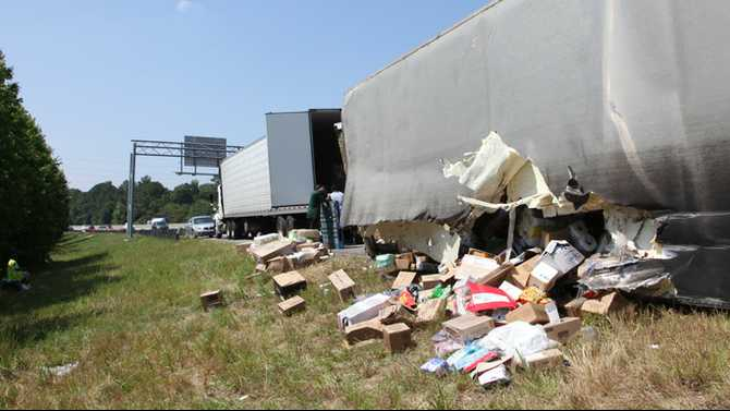 Tractor trailer overturns in 5-vehicle wreck on I-20