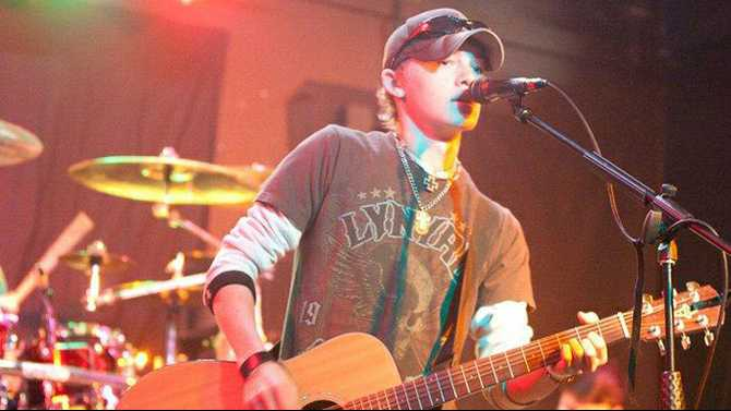 Rockdale native on 'The Voice'