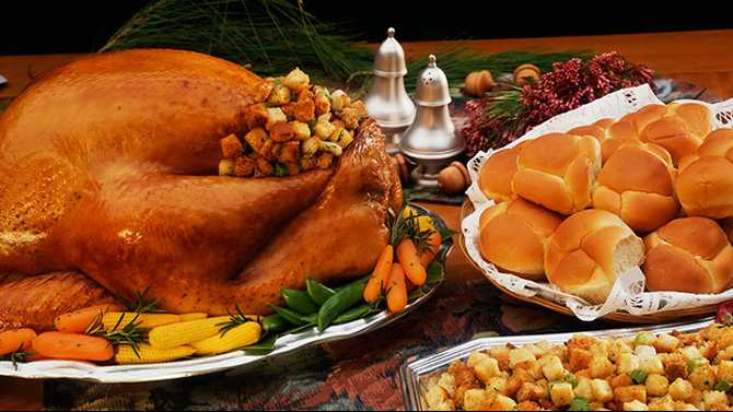 Churches give Thanksgiving feast for families in need, Nov. 22, 27