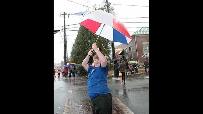 Rain in Paradise: Hometown Holidays Parade goes on despite downpour