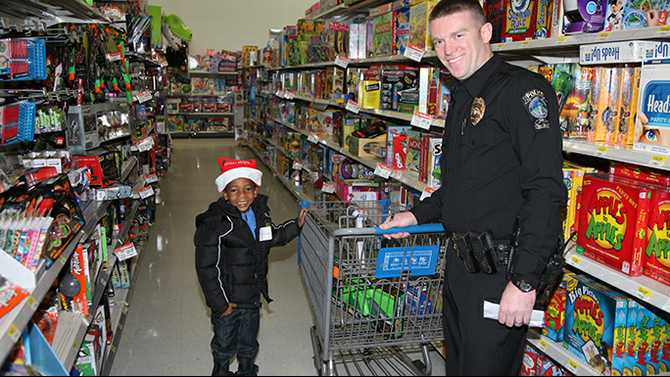 Rockdale kids go on shopping spree with cops