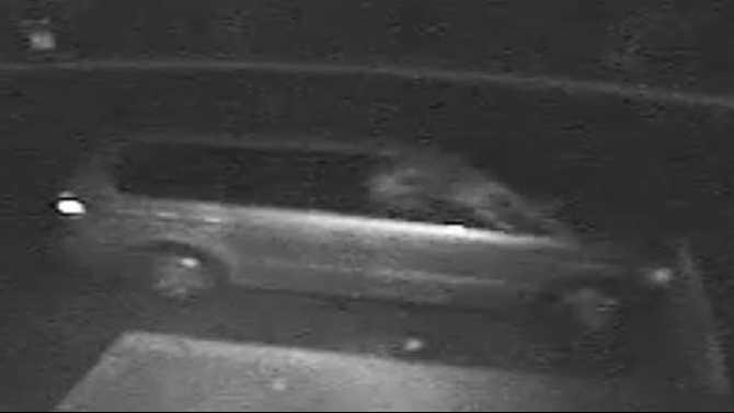 Rockdale deputies looking for cell phone burglary suspect