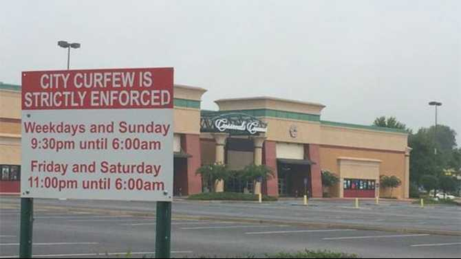 Shopping center curfew for unaccompanied minors after 7 p.m.