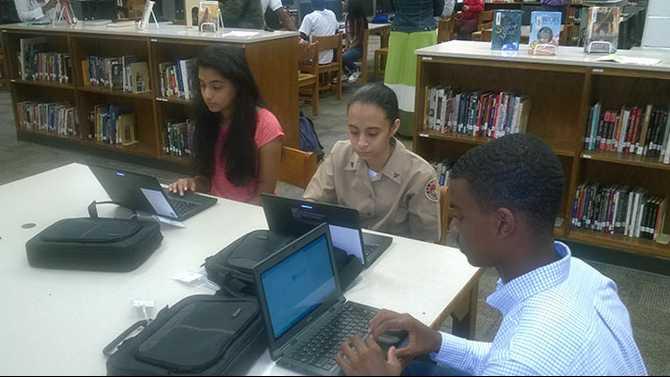 Laptop distribution begins at Salem High