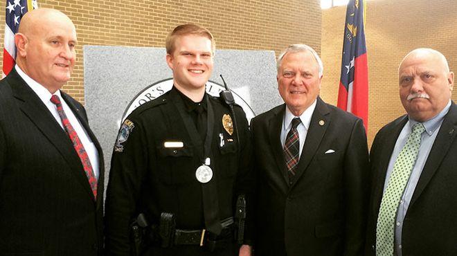 Officer awarded for heroism