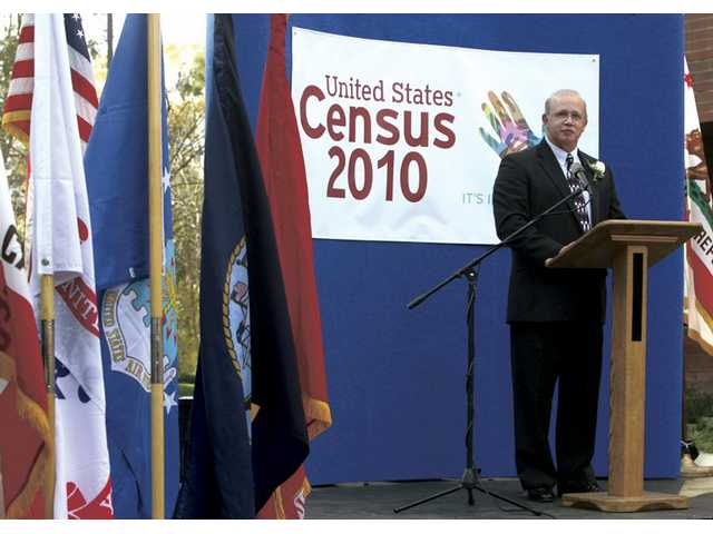 Dave Simon, manager of the Santa Clarita Census Bureau office, speaks during the open house Wednesday.