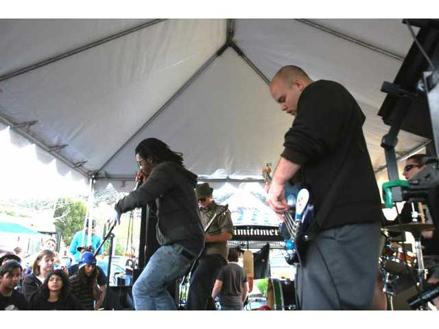 Popular local reggae/ska/rock band Kounterfeit Change played a concert in the Saugus Chronic Tacos parking lot Saturday, part of the grand-re-opening celebration and Yes I Can fundraiser. Local promoters Higher Level Productions provided the stage and sound.