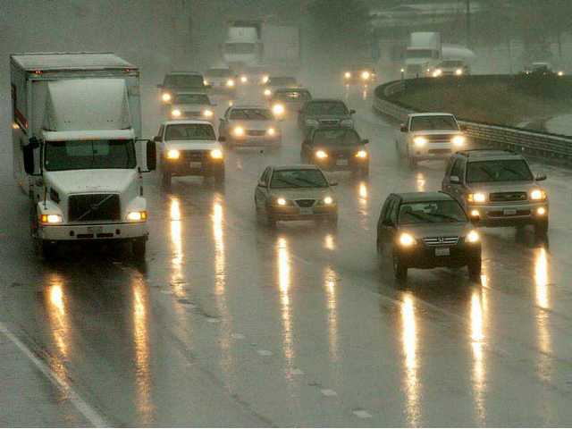 Traffic moves steadily in the rain on the southbound side of the Golden State Freeway Thursday.