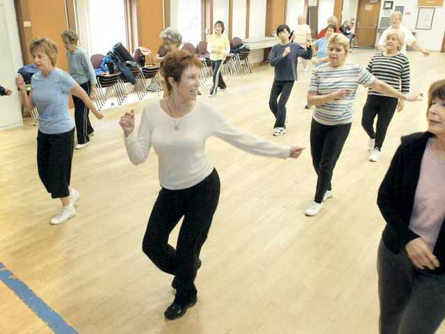 Linda Bennett, center, leads the workout at the Santa Clarita Valley Senior Center on Wednesday.
