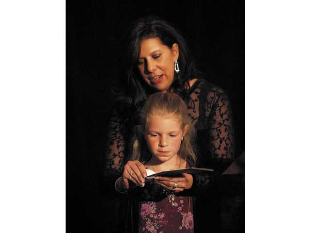 The envelope, please: Gail Ortiz, City of Santa Clarita Communications Manager and Newsmakers Committee member, reveals the Sports Individual, Male Newsmaker, with a little help from SCV Sheriff's Deputy Arte Thompson's daughter.