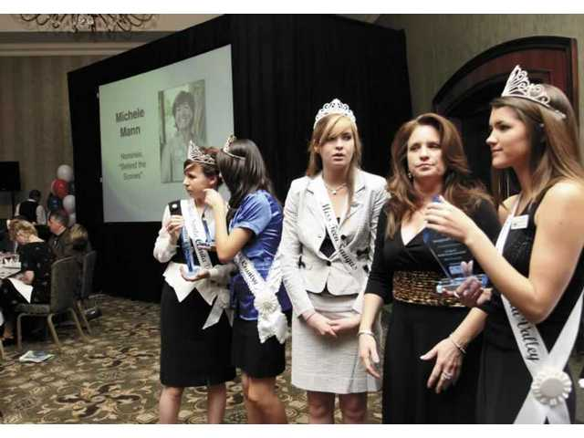 Sharon Bronson, KHTS radio station manager and SCV Press Club member, mingles with SCV teen pageant winners who helped host the Newsmaker Awards Friday night. From left: Nicole Ryan, co-Miss Teen SCV (home-schooled senior from Newhall); Dannay Rodriguez, Miss Teen Canyon Country (Canyon High freshman); Karisha Hathaway, Miss Teen Saugus (Saugus High senior); Bronson; and Kirsten Garlitos, co-Miss Teen SCV (Saugus senior).