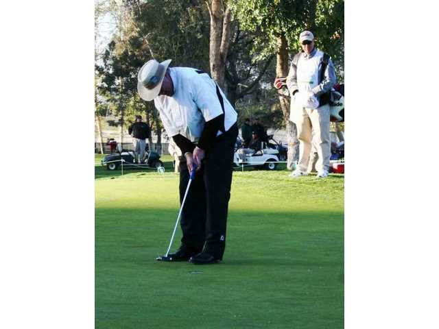 Denis Watson lines up the winning putt on the 10th hole in the sudden death playoff to win the 2008 AT&T Champions Classic golf tournament at Valencia Country Club.