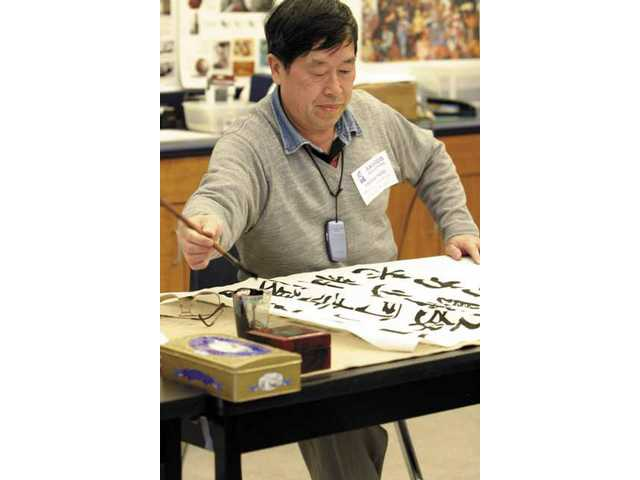 Famous Chinese calligrapher shows work