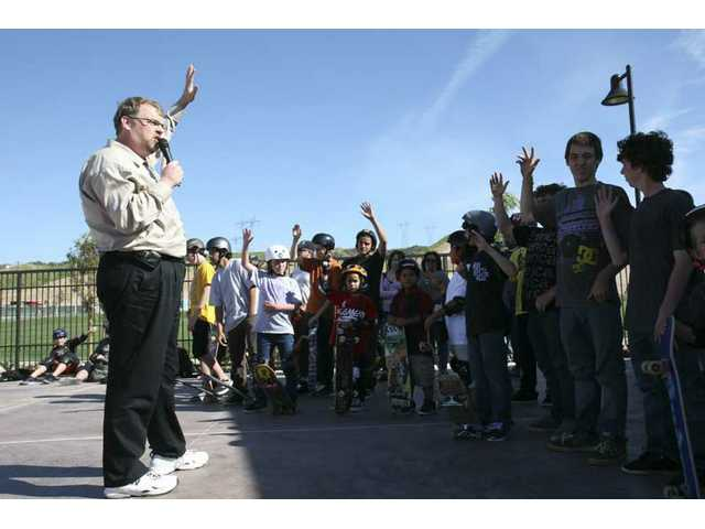 """Mayor Dude"" Frank Ferry welcomes the skaters who won VIP passes to Thursday's preview of the new Santa Clarita Skate Park."