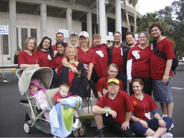 "Family and friends join Karla Posner (white cap) and her daughter Samantha (seated, far right) in the 2008 ""Walk MS"" fundraiser at the Rose Bowl. The ""MS Fits"" expect an even bigger team this year."