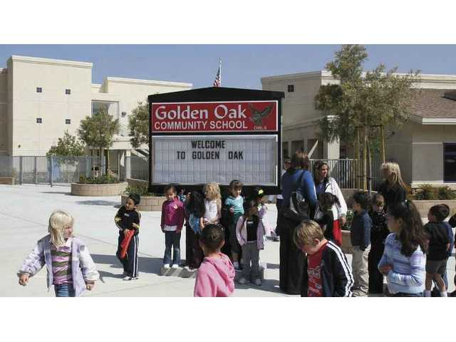 Valley View Elementary students and Fair Oaks Ranch students get a first hand look at Golden Oak Elementary, the school they'll attend when it opens this fall.