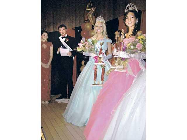 Left to right, Miss SCV Scholarship Pageant emcee Lindahl Lucas, Miss Teen SCV Amanda Larsson-Daily and Miss Teen Canyon Country and Miss Teen SCV Spirit Dannay Rodriguez.