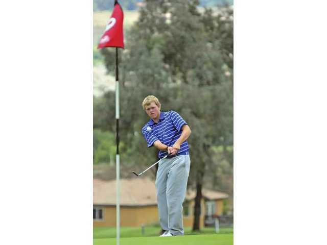 West Ranch's J.J. Holen watches a chip shot on the ninth green Thursday at the SCGA Golf Course.