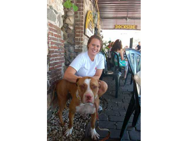 Loren makes friends with Melina, a waitress at the Dockside Restaurant in Savannah, Ga.