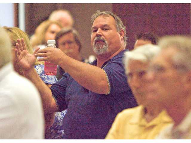 Mike Jensen, of Castaic, asks a question at Castaic Middle School on Thursday at a public meeting about the feasability of establishing a city from the westside unincorporated communities.