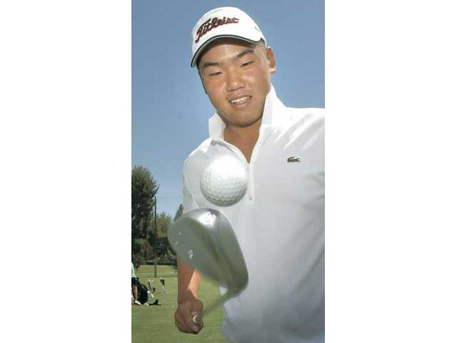 Daniel Lee, who is entering his junior year at West Ranch, juggles a golf ball Friday at Valencia Country Club. Lee is set to participate in the Western Amateur Golf Tournament starting Aug. 3 at Conway Farms Golf Club in Lake Forest, Ill.