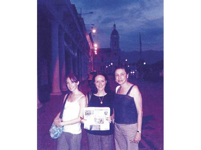 Elizabeth and Linda Seaton of Newhall pose with their cousin, Hilda Chamorro, in Granada, Nicaragua. Chamorro's husband, Jaime, is publisher of the Nicaraguan newspaper La Prensa.
