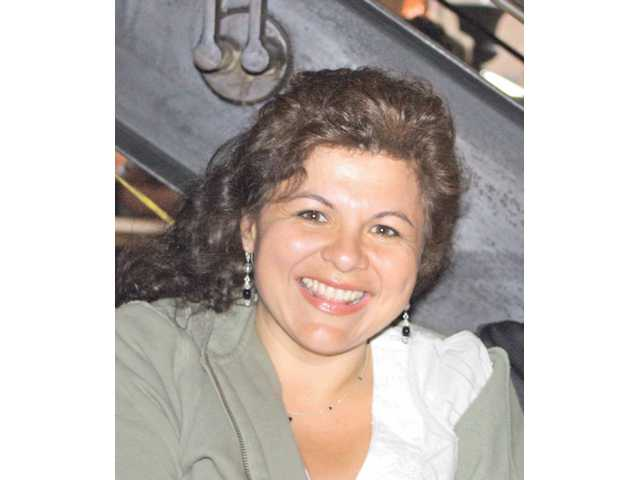Linda Valdes joins race for Hart district board seat