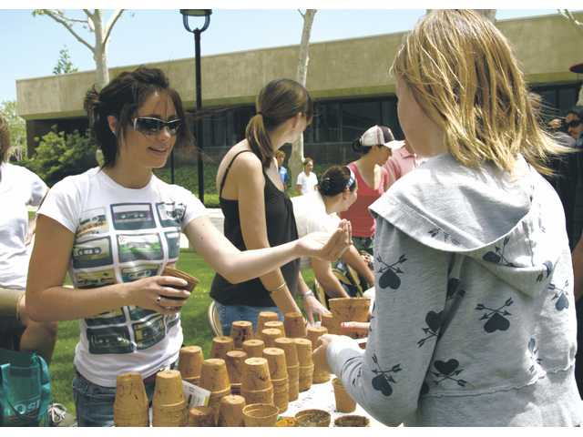 In celebration of Earth Day 2009, members of the College of the Canyons Students for Sustainability group handed out 100 biodegradable coco coir pots filled with native seeds to plant at home.