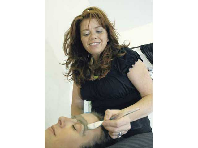 Landy applies a mineral-rich mud to the eyebrows after the sugaring treatment. The mud helps to soothe the skin and reduce any post-sugaring irritations.