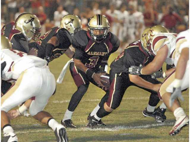 Alemany quarterback Vernon Davis (3), of Newhall, runs the ball in the first quarter at Alemany High against Oaks Christian.