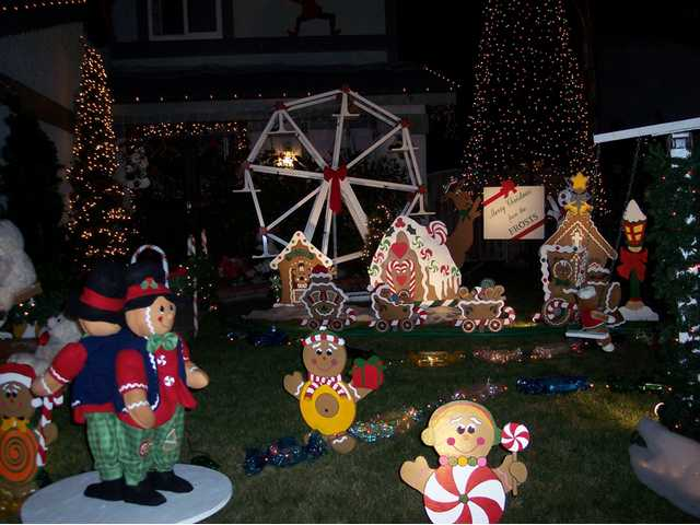 Above right: The Frosts (fourth-place finishers) created an entirely new display this year at their Masterson Court home in Saugus.