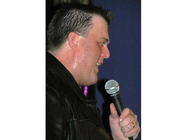 Billy Gardell headlined a comedy club on Universal City Walk in April 2005 and had everyone in the audience laughing.