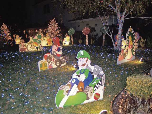 "It was a ""Mario Kart"" Christmas at the Hobbs home in Canyon Country. The Light Tour judges felt the unusual theme worked very well - even though the game's era is somewhat less than old fashioned."