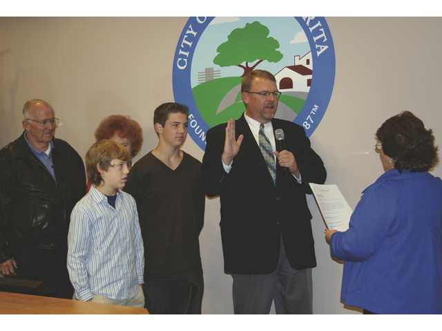 City Clerk Sharon Dawson swears in Frank Ferry as Santa Clarita mayor for 2009 during a Santa Clarita City Council organizational meeting Tuesday