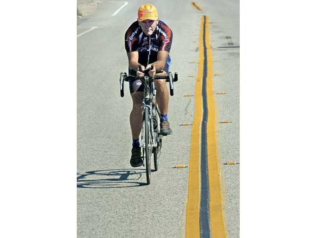 Tim Skipper, of Castaic, and a team of tandem bicycle riders will Race Across America to benefit the Juvenile Diabetes Research Foundation. Skipper has completed the race eight times.