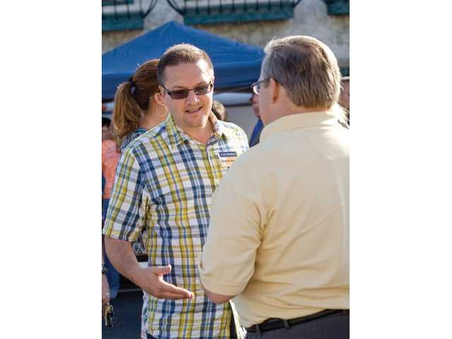 OTNA board member Dennis Verner chats with Phil Ellis.